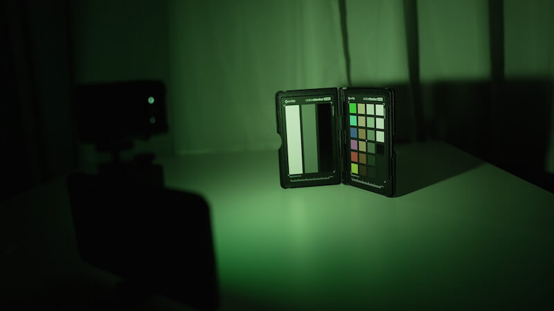 MicroLEDと緑のディフューザー